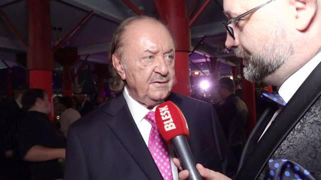 Janeček slavil 75 s plejádou gratulantů! Nadělil si premiéru Čarodějky!