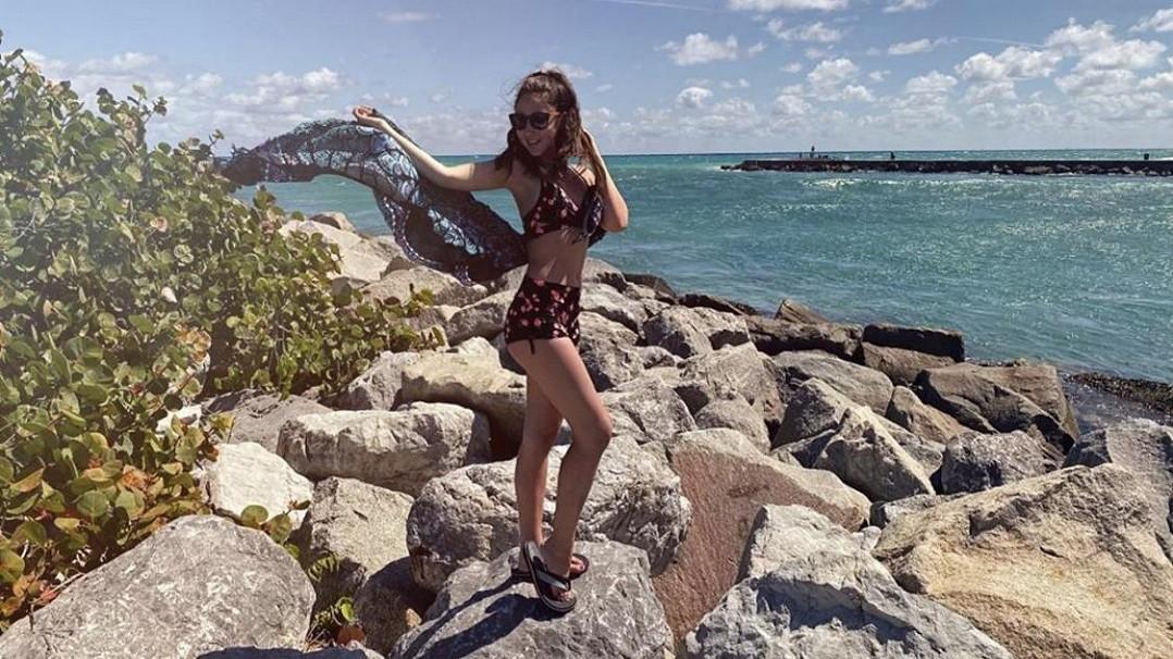 Natálie Grossová už dávno není malá holčička! Takhle to sedmnáctileté zpěvačce sluší v plavkách ve slunném Miami