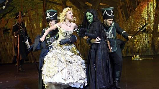 Boj o prskání: Zpěváci i producenti šílí z chystaných opatření v divadlech. Činohra ano, muzikál a opera ne?!
