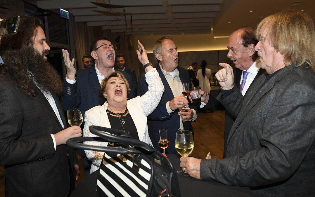 Velkolepá oslava 77. narozenin Františka Janečka. Svět šoubyznysu se sešel na jedné párty. Kdo přišel poblahopřát?